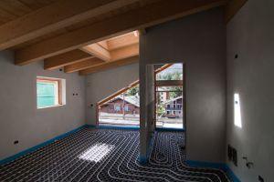 Koľko metrov rúry potrebujete na podlahové kúrenie?